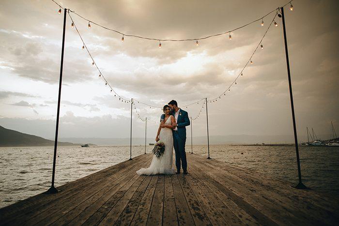Casamento ao ar livre com barulhinho do mar no Pier 151 em Ilhabela – Andrea & Thiago