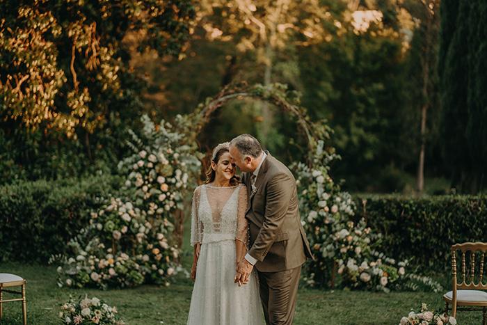 Destination wedding minimalista e moderno em noite de verão na Itália – Sydia & Helio