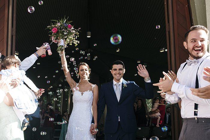 Casamento na igreja e recepção rústica cheia de significado em Campinas – Luana & Jean