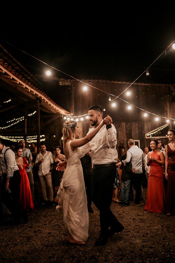 Casamento boho rústico cheio de emoção em tarde ensolarada na Villa Mandacarú- Luciana & Roberto