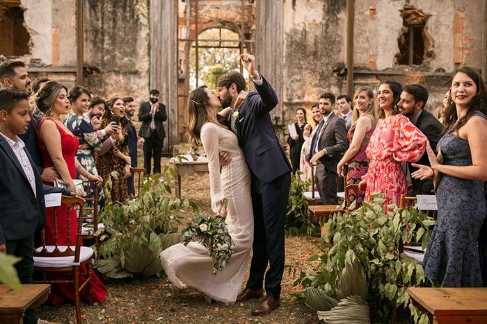 Tarde cheia de emoção em casamento nas ruínas de igreja do Aleijadinho – Mirella & João Victor