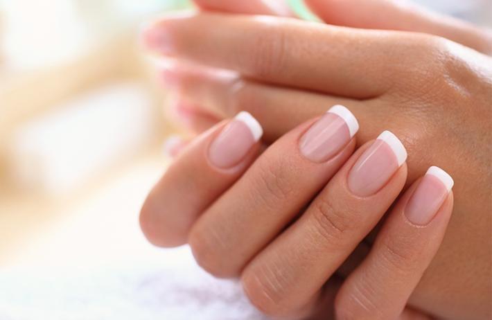 Unha de gel para noivas: a técnica que promete fazer a sua manicure durar até a lua de mel!