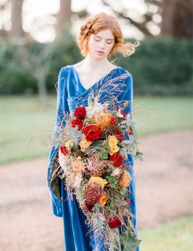vestido-de-noiva-azul-de-veludo