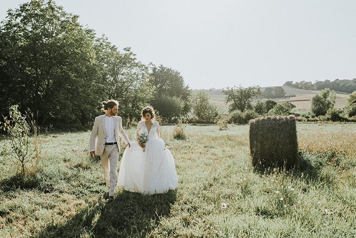 Mini wedding DIY sustentável e descontraído no jardim da casa da família na França – Anna & Alexis