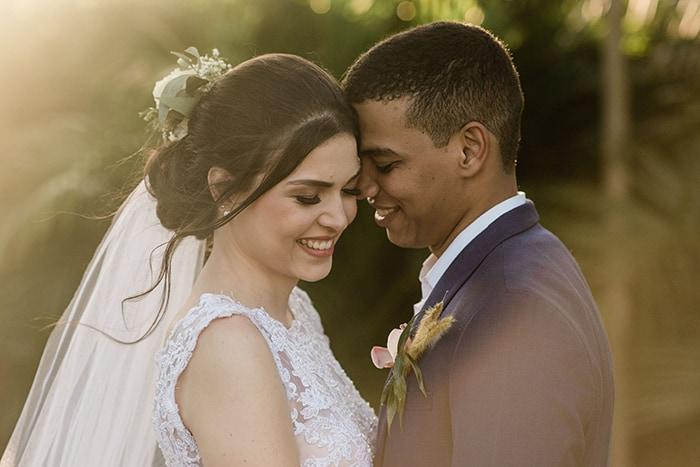 Casamento rústico com cerimônia ao ar livre em tarde ensolarada no Rio de Janeiro – Sara & Pedro