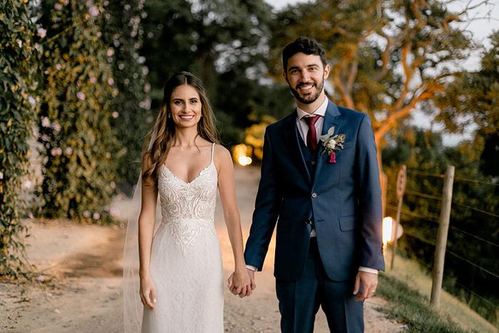 Casamento rústico clássico com vista para serra no pôr do sol da Villa Sansu- Maria Eduarda & Péterson