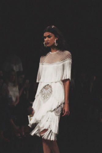 vestido-de-noiva-2020-franjas-bridalmusings