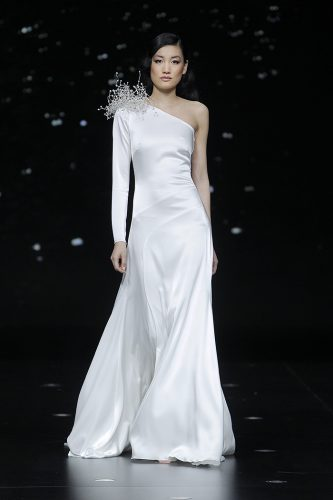 vestido-de-noiva-decote-de-um-ombroso-firabridal1