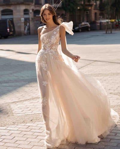 vestido-de-noiva-decote-de-um-ombroso-onefinedayweddingfairs
