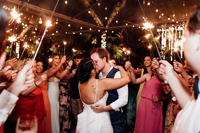 Destination wedding informal e cheio de bossa brasileira em Toque Toque Pequeno- Carol & Daniel