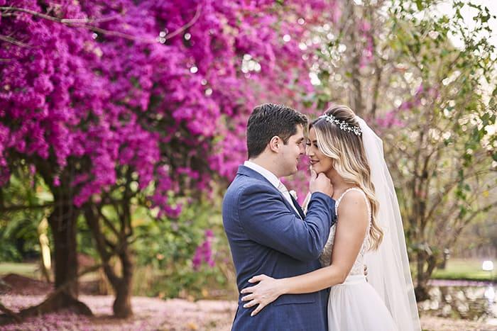 Pôr do sol romântico para dizer SIM sob as árvores da fazenda – Marina & Guilherme