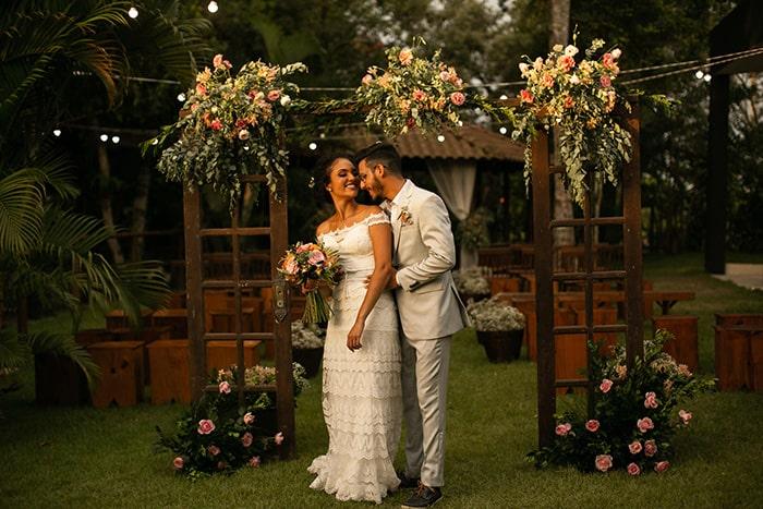 Muito verde em mini wedding rústico romântico em final da tarde no Espirito Santo – Yasmin & Diego