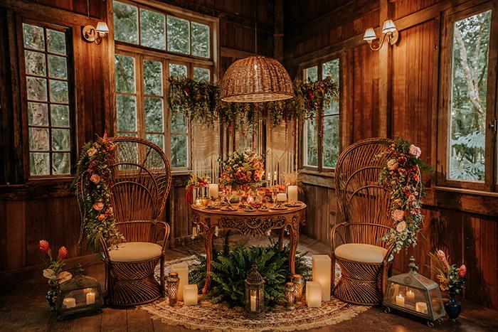 {Tendência} O que é e como usar a Cadeira pavão ou Emmanuelle na decoração do casamento