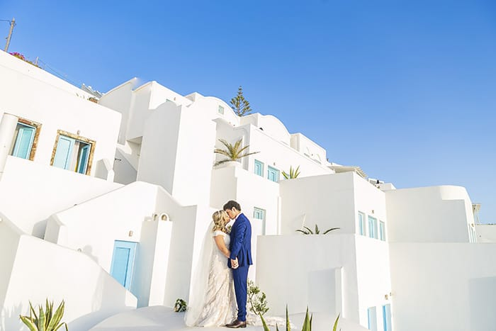 Destination Wedding simples e intimista ao pôr do sol em Santorini – Graciella & Joel