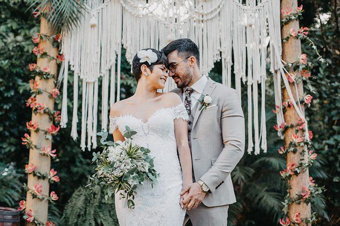 Casamento tropical chic descontraído ao ar livre no Espaço Ravena Garden – Raiony & Leandro