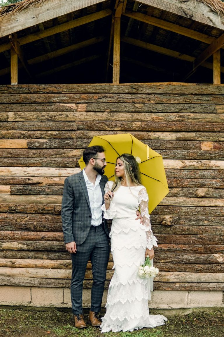 Destination Wedding DIY e atemporal com chuva em Campos do Jordão – Carol & Luiz