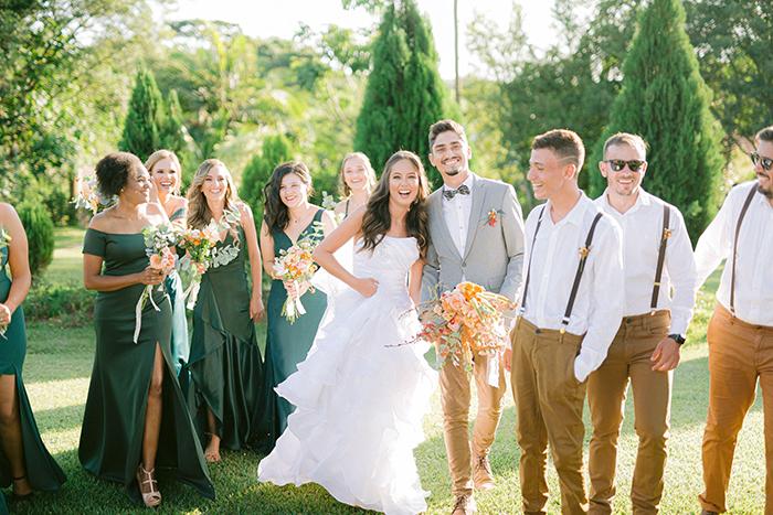 Casamento no campo com noivos de botinhas, decoração boho e muito amor – Thaís & Lucas