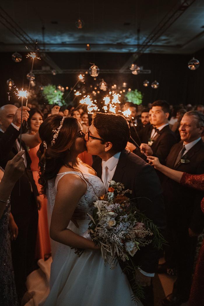 Casamento com toques rústicos, projetinhos DIY e muito amor em Foz do Iguaçu – Júlia & Eder