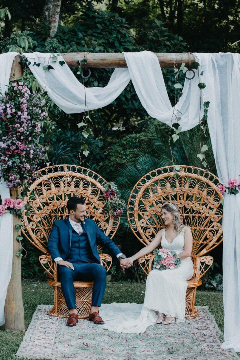 Espaço Ravena Garden em clima de boteco descontraído com chopp, boteco e samba em tarde de amor – Belisa& Felipe