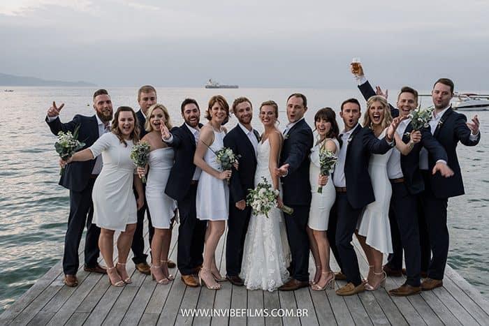 Destination wedding cheio de Brazilian bossa e tropicalismo no Pier 151, em Ilhabela – Hayley & Kurt