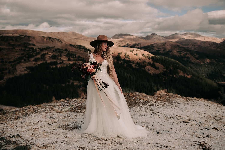 noiva casando na montanha