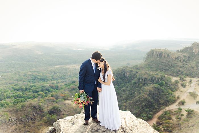 A natureza como cenário de arrancar suspiros em elopement no Pico dos Pireneus – Emilly & Gabriel