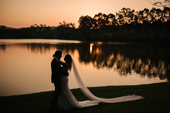 Destination wedding de cerimônia com vista para o lago em Bragança Paulista – Fernanda & Rodrigo