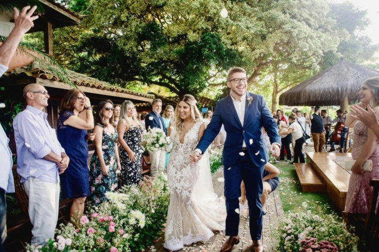 Um casamento rústico com um toques de sofisticação para dizer SIM em Búzios – Priscila & Gabriel