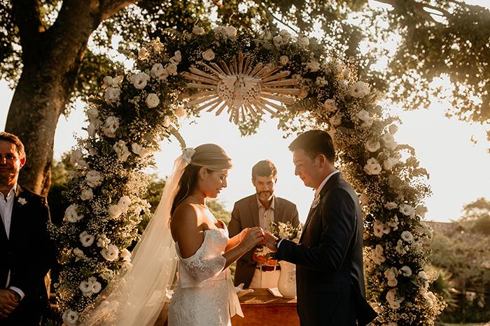 Destination wedding num pôr do sol descontraído em Ilhabela – Bianca & Bruno