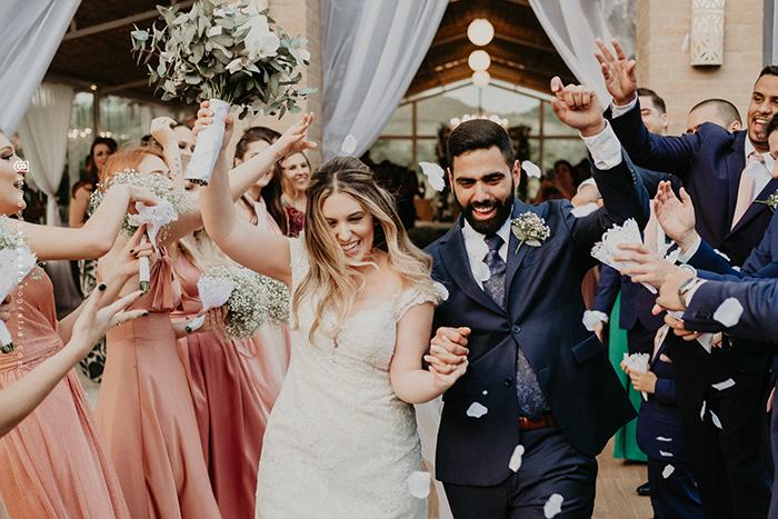 Casamento leve e cheio de verde no Sítio Portal da Serra – Paula & Matheus