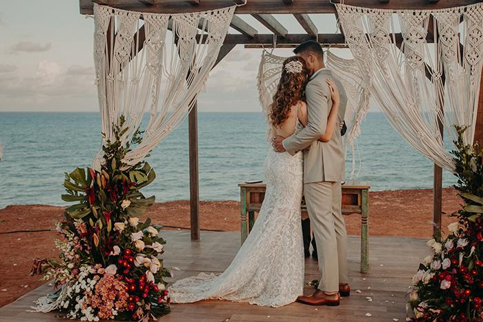 Casamento aconchegante e romântico de frente para o mar no Chapadão de Pipa – Ana Carolina & Carlos
