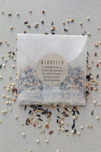 semente de passarinho para saída dos noivos