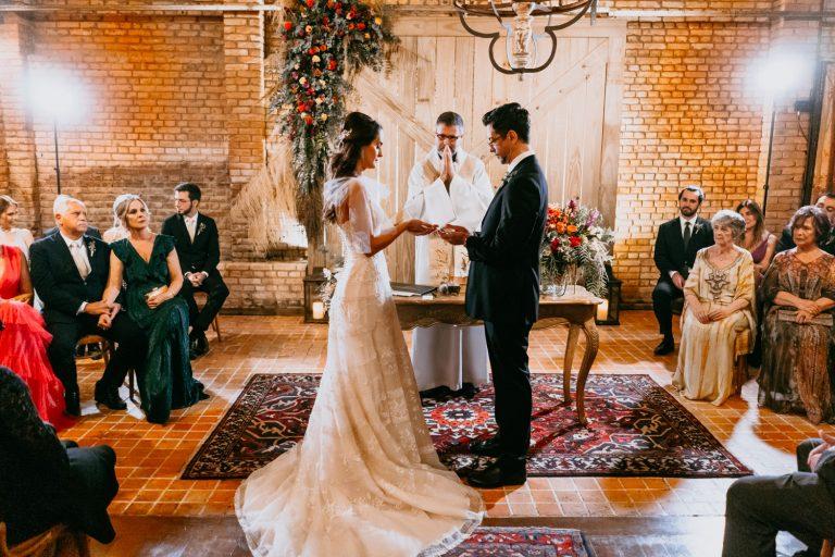 Final da tarde para dizer SIM num farm wedding urbano e descontraído no Celeiro Quintal – Ana & Juliano