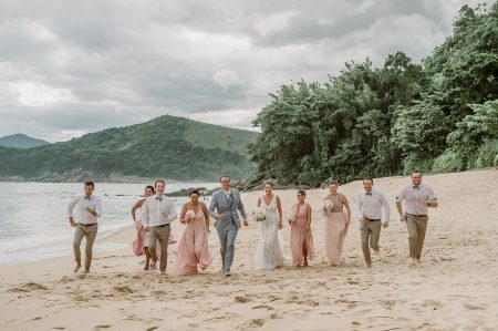 Destination wedding rústico e bem brasileiro cercado de natureza em São Sebastião – Jaqueline & Matthieu