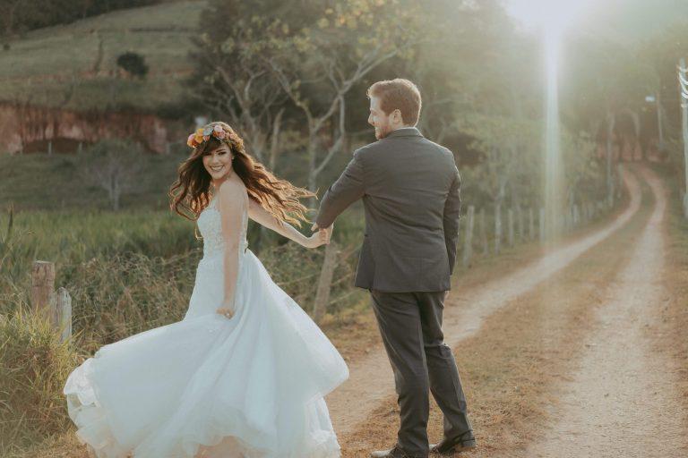 Destination wedding colorido e vibrante no meio da natureza em Minas Gerais – Jéssica & Nathan