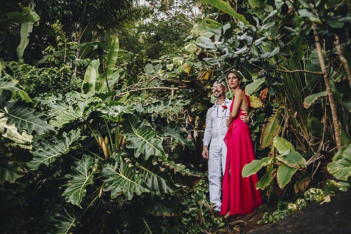 Casamento ecumênico numa casa beira-mar em tarde gostosa de Ubatuba – Elena & Rodrigo