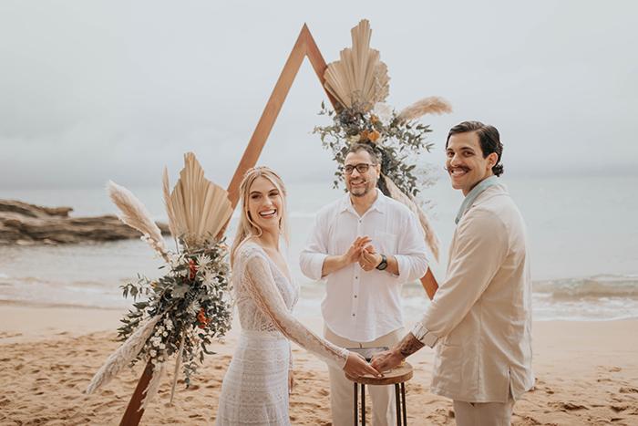 Casamento boho pé na areia MUITOO emocionante em Ilhabela – Livia & Neto