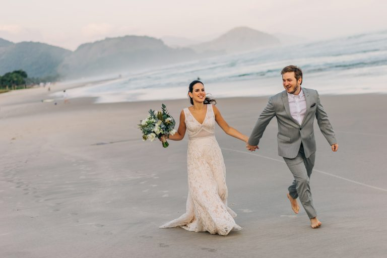 Casamento despojado e elegante no litoral de São Paulo – Helena & Thomas