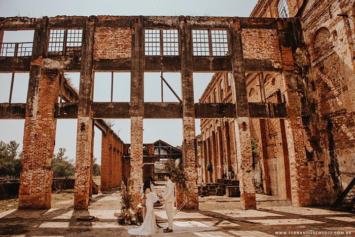 """{Editorial """"SIM""""} Elopement wedding boho nas ruínas de uma antiga usina em Piracicaba"""
