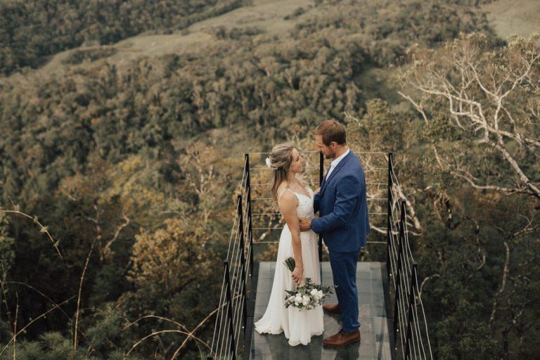 Elopement wedding cheio de amor cercado pela exuberância da natureza em Santa Catarina – Carol & Jorge