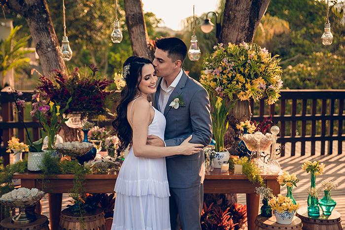 Casamento civil leve e descontraído com cerimônia romântica ao ar livre em casa – Cristina & Fernando