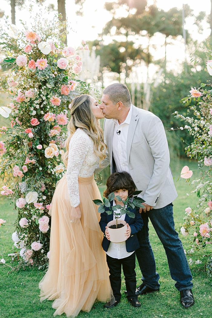 Cerimônia leve e florida para celebrar bodas de madeira em Campos do Jordão – Roberta & Luiz