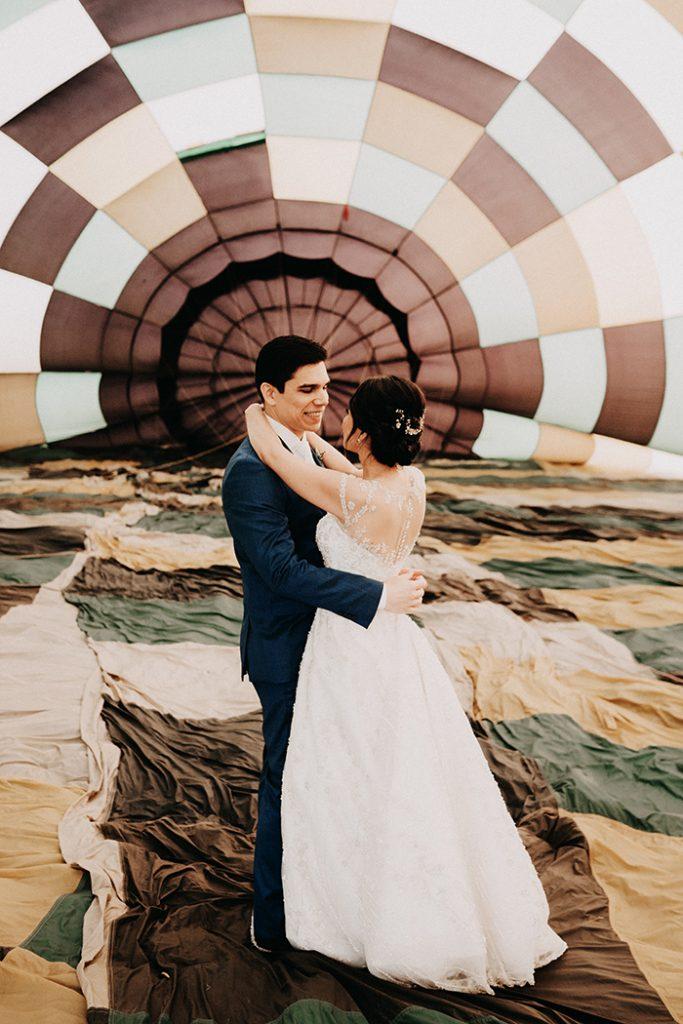 Casamento ao nascer do sol num balão na Chapada dos Veadeiros – Janinne & Pedro