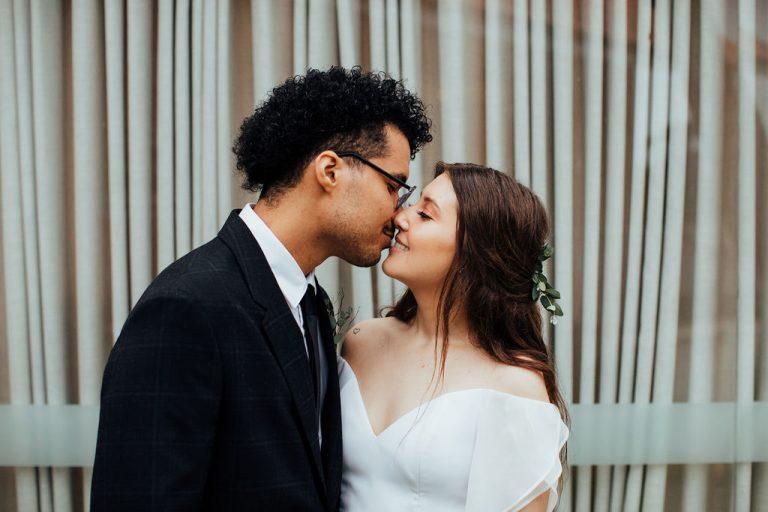 Micro wedding industrial minimalista leve e feliz em Curitiba – Suellen & Paulo