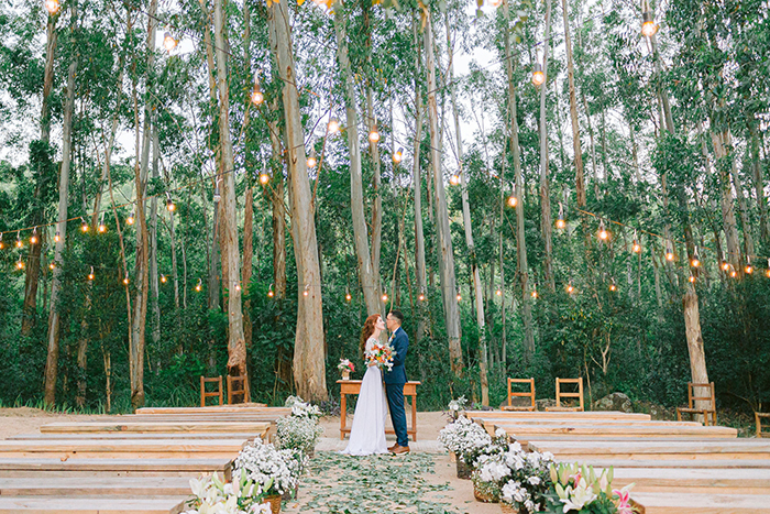 decoração de casamento na floresta