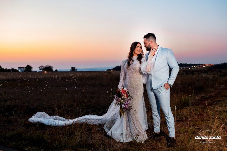 Casamento colorido no hangar do Aeroporto de Concórdia em Santa Catarina – Pamela & Cassiano