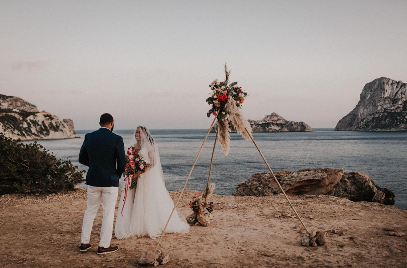 cerimônia ao ar livre de casamento a dois