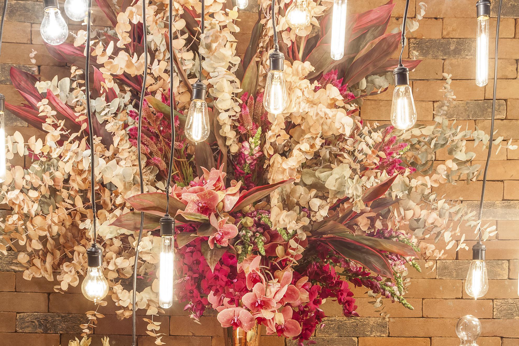 decoração de casamento com lâmpadas