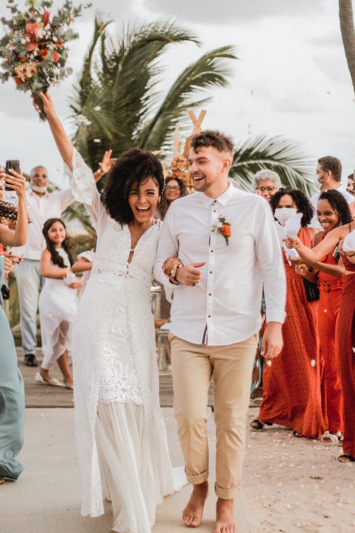 Casamento intimista com cenário deslumbrante na praia num final de tarde cheio de emoção na Bahia – Rebeca & Andrey