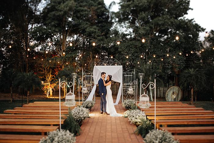 Casamento toque rústico no campo num final de tarde iluminado em Piracicaba – Bruna & Diego